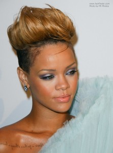 rihanna-hair-up
