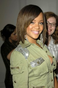 rihanna-short-brown-hair
